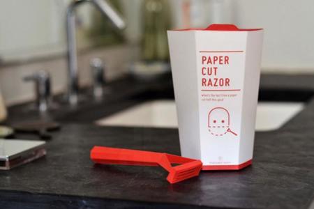 maquinilla de afeitar desechable hecha de papel por Nadeem Haidary