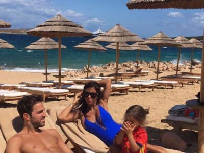 Daniella Semaan en la playa, tan discreta como siempre