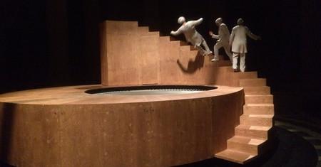 Esta es la hipnotizante escultura viva que representa al hombre en la historia y que se ha vuelvo viral