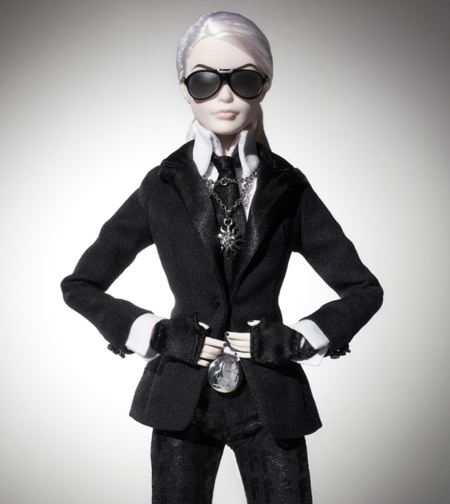 Primeras imágenes de la Barbie Lagerfeld, que ahora se ha vuelto ego-blogger