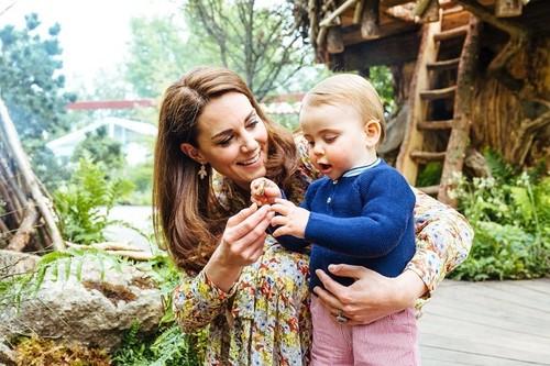 Kate Middleton diseña un jardín en Chelsea y nos regala una estampa familiar de lo más ideal (con un perfecto look primaveral)
