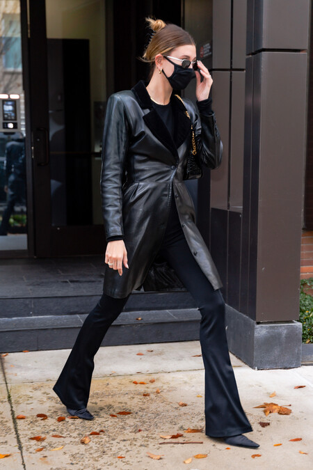 Hailey Bieber Baldwin Total Black 02