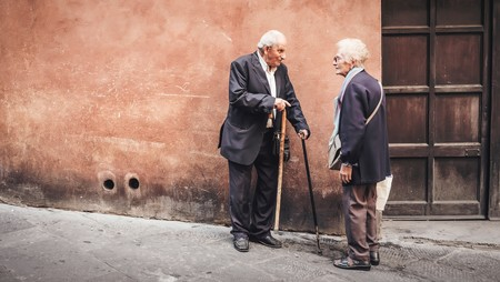 Los hombres viven menos que las mujeres en todo el mundo y la ciencia lleva décadas buscando por qué