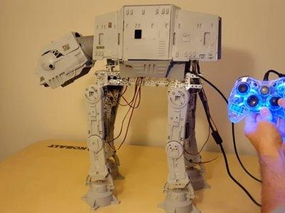 Tu viejo AT-AT de juguete puede cobrar vida gracias a Arduino, que la fuerza te acompañe