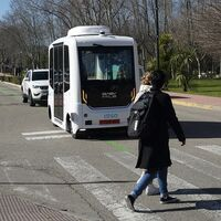 El primer autobús autónomo de Madrid se estrena con accidente, pero este vídeo lo exime de cualquier culpa