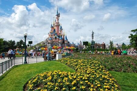 Disneyland Paris no abrirá el 2 de abril como estaba previsto y de momento no ofrece nueva fecha de apertura