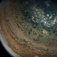Gracias a la misión uno de la NASA ahora podemos sobrevolar Júpiter en este vídeo