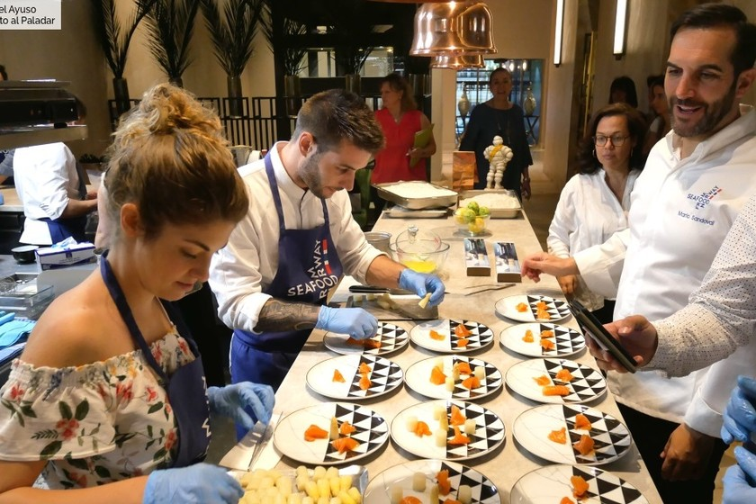 Mario Sandoval nos enseña a elaborar tres tapas veraniegas de salmón, trucha y vieira (paso a paso)