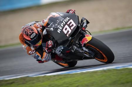 Marc Márquez ha sido el más rápido en los test de MotoGP en Jerez pero podría pasar por el quirófano
