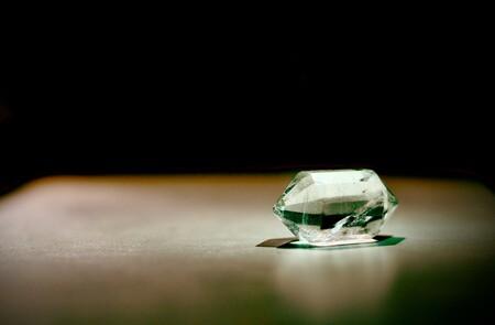 Este nuevo cristal es el más duro del mundo: es capaz de rayar la superficie de un diamante