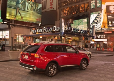 Mitsubishi Outlander 2016 800x600 Wallpaper 1e