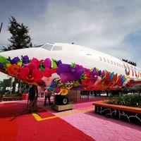 Iztapalapa estrena avión-biblioteca en CDMX, no solo tiene libros, también computadoras y cursos de programación