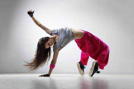 Cómo entrenar Zumba y otros bailes latinos desde tu propia casa: cinco sesiones de baile para mantenerte en forma durante la cuarentena
