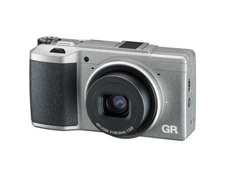 Ricoh presenta la GR II Silver Edition en una edición limitada