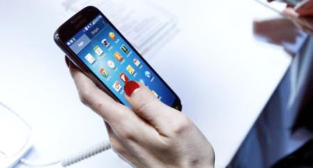 """Al 58% de la población """"no le alcanza"""" para pagar servicios de telefonía móvil"""
