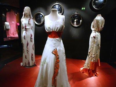 Una nueva exposición sobre Elsa Schiaparelli y Salvador Dalí une lo mejor del surrealismo en la moda