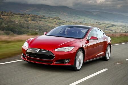 Tesla Motors Model S 4693 74