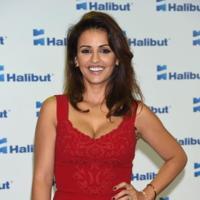 Mónica Cruz vuelve a posar para los medios como la mujer de rojo
