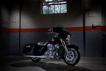 Harley-Davidson Electra Glide Standard: un 'sofá' de 372 kg y 26.950 euros para devorar la carretera