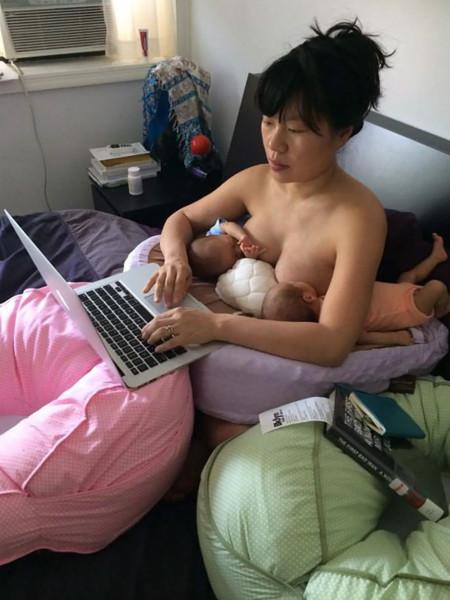 La inspiradora foto de una artista que muestra que la maternidad no tiene por qué estar reñida con alcanzar tus sueños