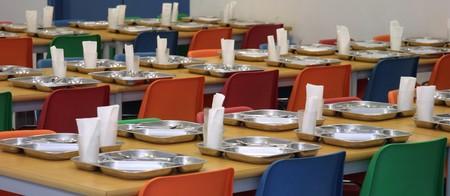 La Comunidad Valenciana actualiza los menús escolares: verdura variada, fruta fresca mejor que zumos y fuera las carnes procesadas