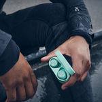 Bang & Olufsen presenta los Beoplay E8 Sport: con protección IP57, carga sin cables y pensados para el deporte