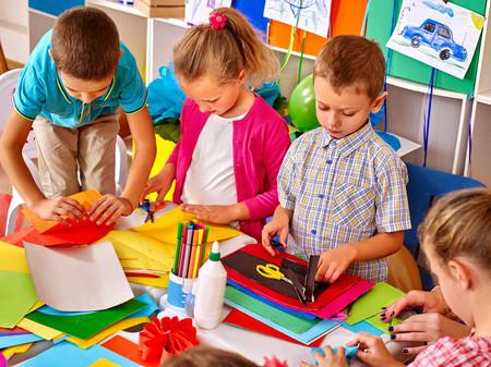 Los niños mayores de cada clase tienen más éxito en su etapa académica y adulta, según un reciente estudio