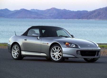 Recordando a: Honda S2000, mecánico, directo y capaz de llegar a las 9,000 rpm ¿Necesitas algo más en la vida?