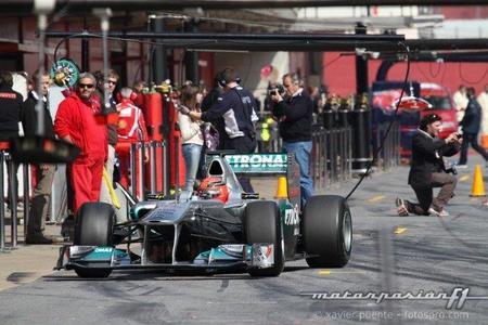 Michael Schumacher consigue el mejor tiempo del cuarto día de tests en Montmeló