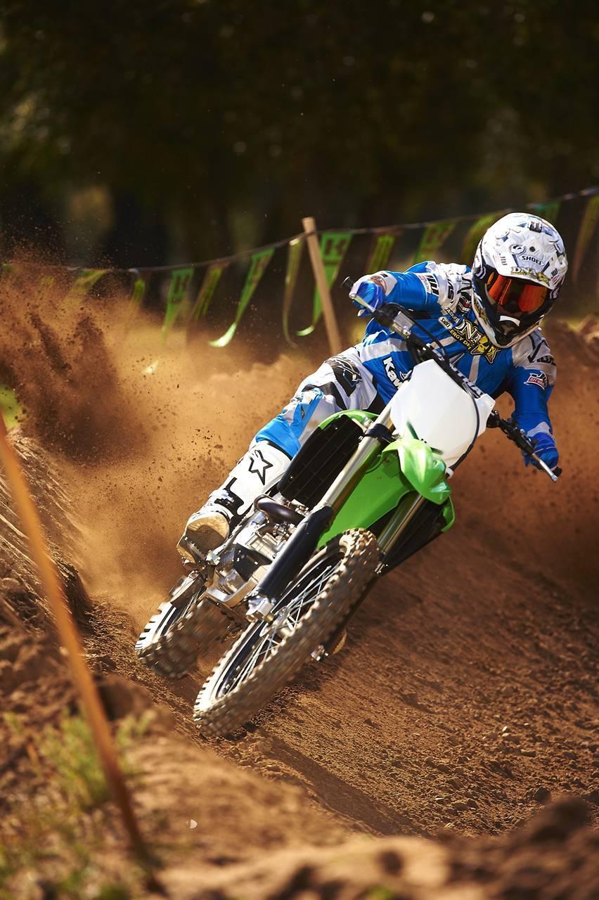 Foto de Nueva Kawasaki KX450F 2013: de la experiencia del AMA Supercross y Motocross a tu garaje (Acción) (11/42)