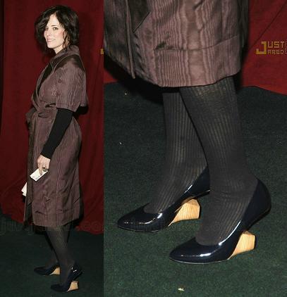 ¡Alguien se ha puesto los zapatos de tacón invertido de Marc Jacobs!
