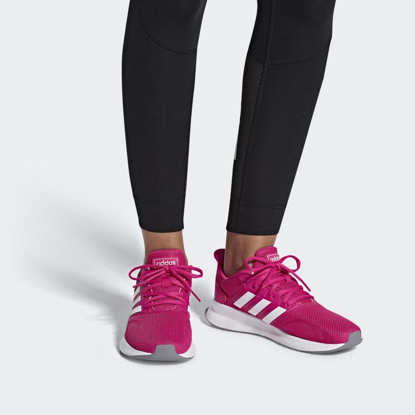 Zapatillas fucsias con plataforma en blanco