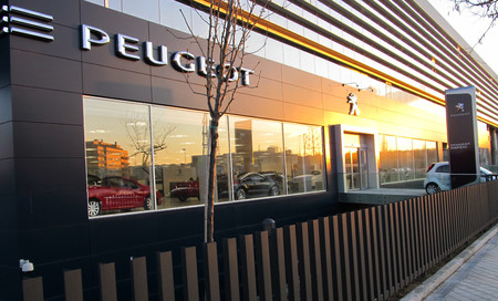 PSA ya tiene luz verde de la familia Peugeot para comprar o asociarse con otro fabricante de coches