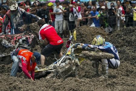 Caos en Indonesia: Shaun Simpson y Jeremy Seewer cosechan las victorias en un patatal