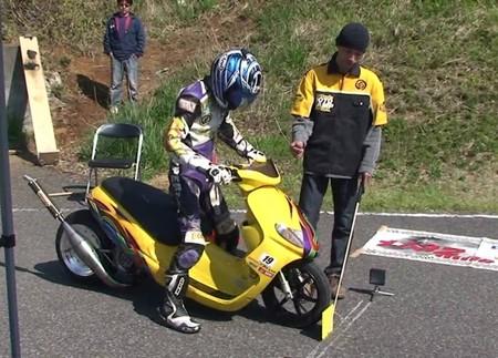 Estos japoneses están locos: así se las gastan con estos scooter dragster