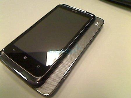 El otro de los Windows Phone 7 de HTC, con altavoz deslizante