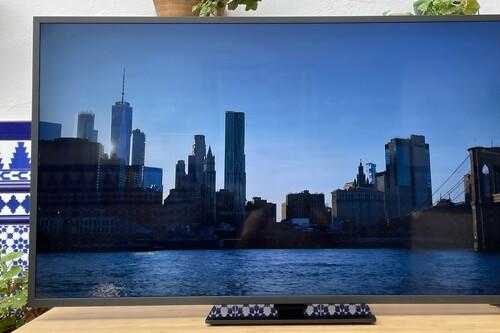 Samsung The Terrace QE55LST7T, análisis: así es la experiencia de usar una tele de exteriores para tratar de vencer a los reflejos y al Sol