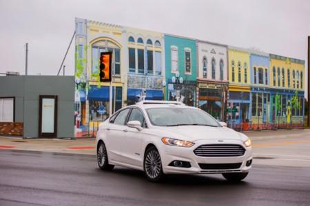 Ford marca a 2021 como el año en que tendrá listos sus primeros vehículos autónomos