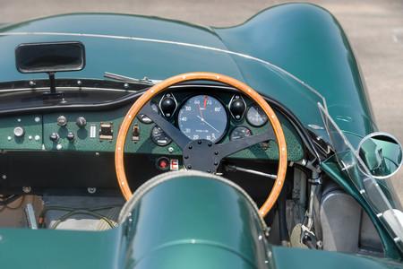 Este Aston Martin DBR1 que pilotó Stirling Moss puede rozar los 20 millones de dólares en subasta