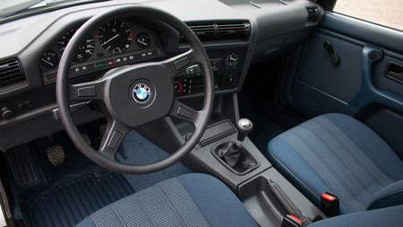 Bmw 325ix 05 Interior