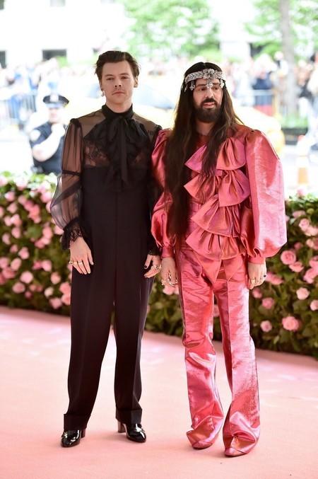 Harry Styles Suma Un Toque Femenino A Su Look Para La Red Carpet De La Met Gala 2