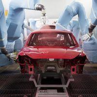 Así convierte SEAT su taller de pintura en un 'spa para coches': con sprays insonorizantes y lavados por inmersión