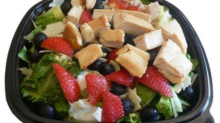Cuidado con las ensaladas fast food: no son tan sanas como parecen
