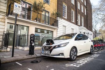 En Reino Unido ya hay más puntos de carga para coches eléctricos que gasolineras, según Nissan