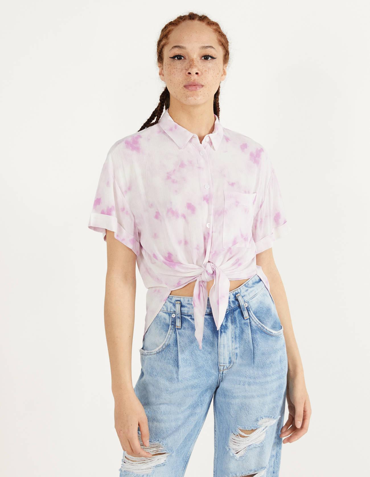 Camisa tie-dye anudada