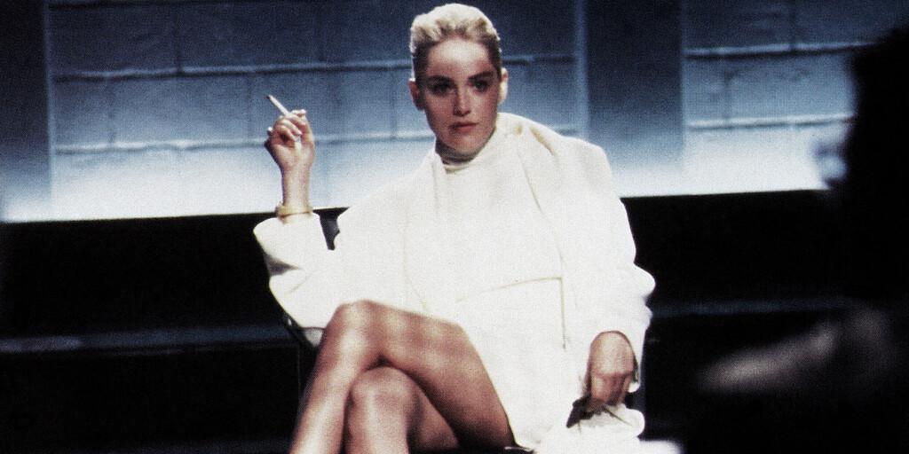 Paul Verhoeven niega haber engañado a Sharon Stone para enseñar su vagina en 'Instinto básico':