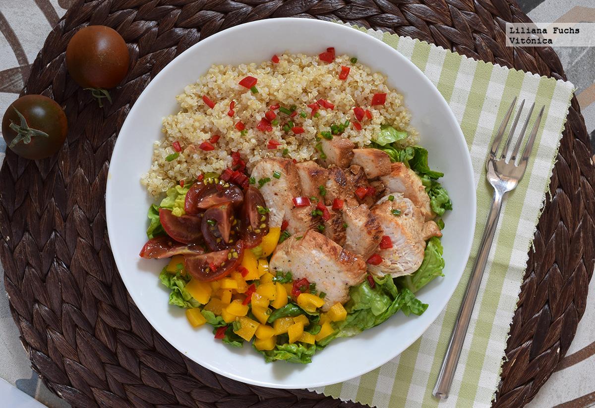 Ensalada de pollo quinoa y cogollos receta saludable for Como se cocina la quinoa para ensalada