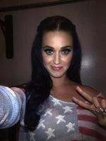 Pues parece que Katy Perry ya ha encontrado a quien cantarle al oído por las noches...