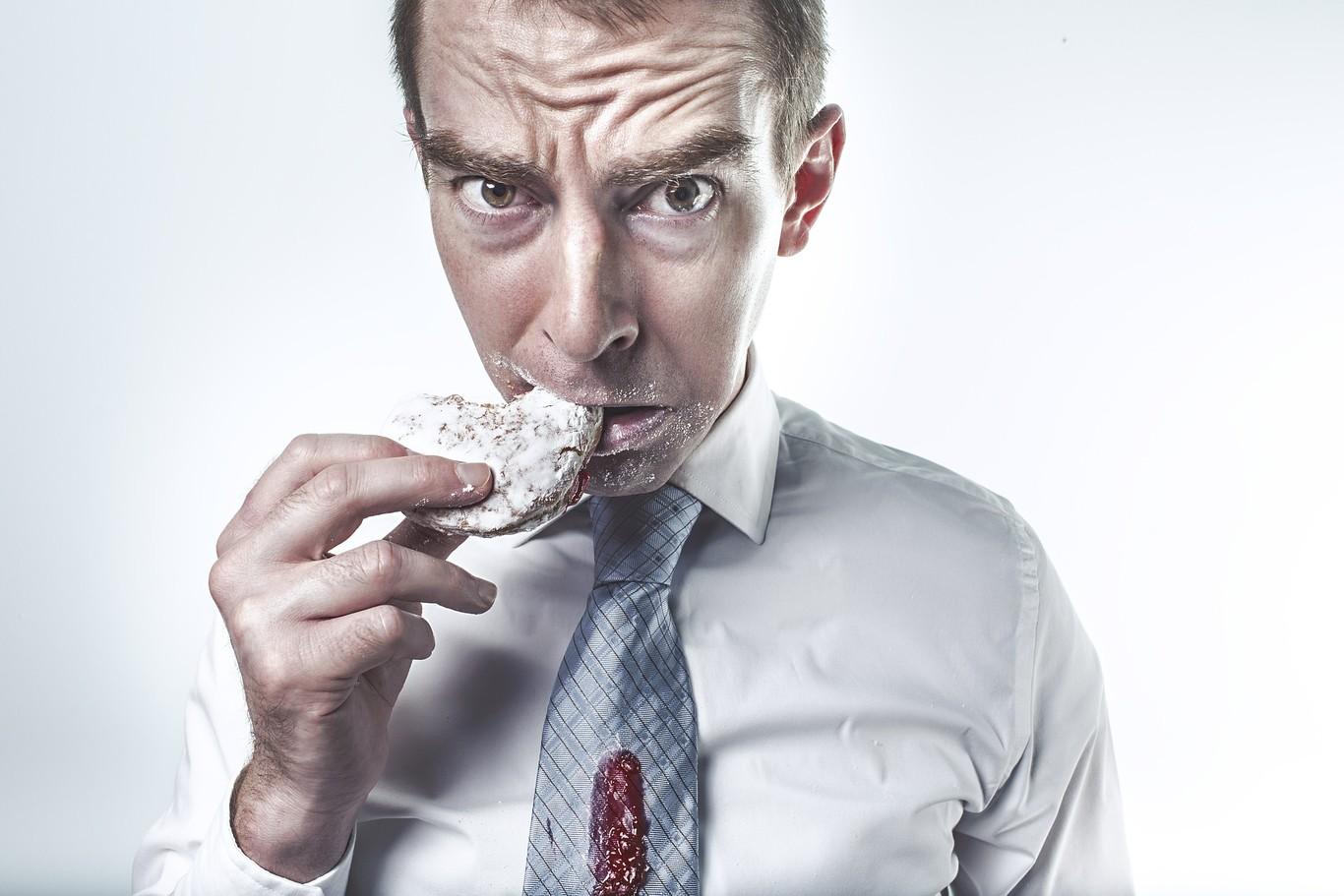 puede estallar el estómago por comer en exceso