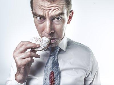Sí, se puede morir por comer demasiado: esto es lo que le sucede al cuerpo cuando se come en exceso